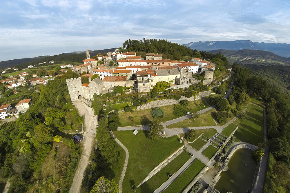Local Excursions Stanjel Asa Residence Private Villa Kras Slovenia